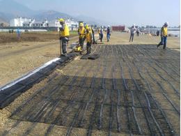 新建包頭至銀川高鐵采用哪種規格土工格柵能實現高強壽命?