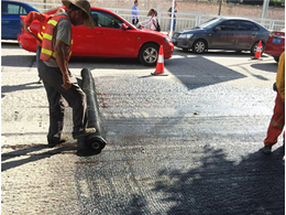 匝道跨线桥混凝土浇筑能否使用玻璃纤维土工格栅