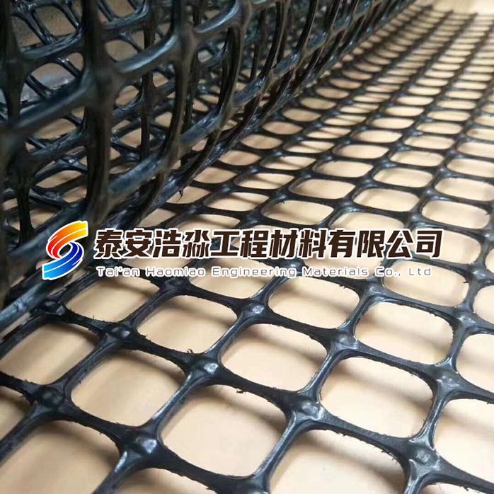 土工格栅是使用最广泛的增强材料之一