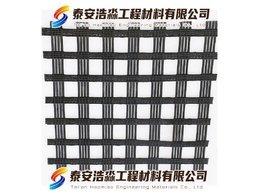 專用攤鋪車鋪設自粘玻璃纖維格柵的固定法網格重疊距離