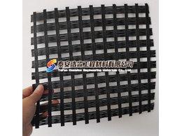 土工格栅的应力分布与挡板结构、后挡板的加强筋的关系
